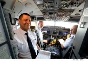 הטייסים בתא הטייס, דקות ספורות לפני ההמראה