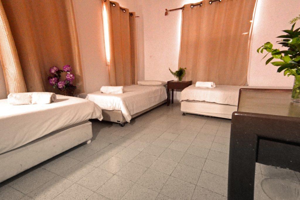חדר במלון באסנט
